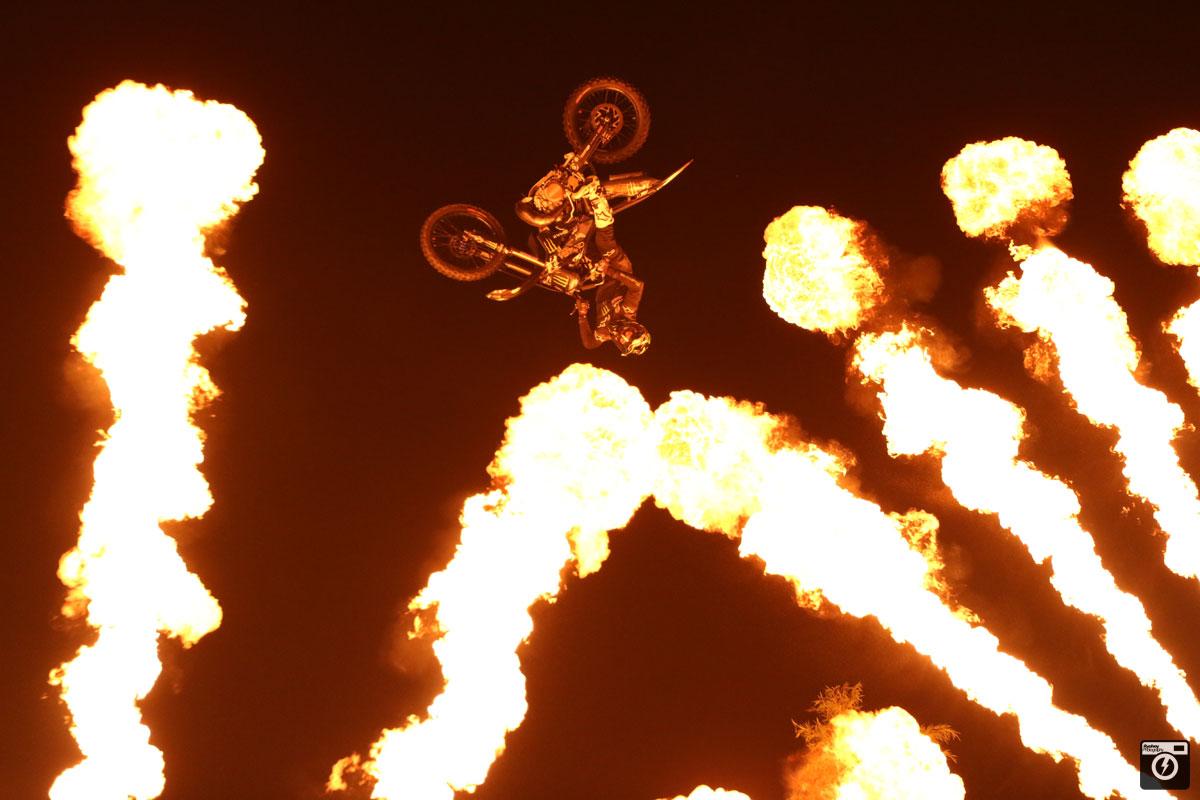 fmx flynightonthesnow フライナイトオンザスノー 薬師スキー場 魚沼 新潟 雪上FMX motocross フリースタイルモトクロス モトクロス freestylemotocross Fatjointmetals FMXSHOWCASEentertainment flyersconnection フライヤーズコネクション